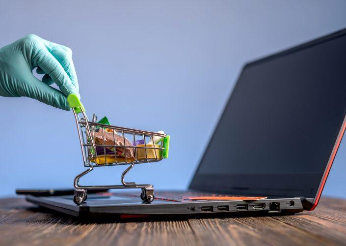 Jak w 2021 roku oszukują w e-commerce. Chroń swoje pieniądze!